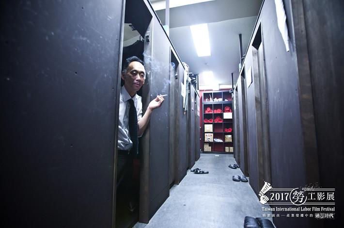 《用過即丟的工人:網咖難民》劇照。(2017勞工影展提供)