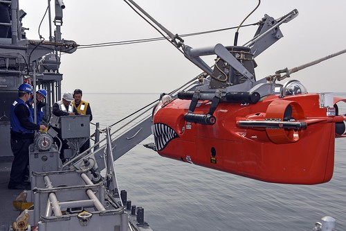 Republic of Korea – Maritime forces from the United States and Republic of Korea, together with personnel from United Nations Command (UNC) Sending State nations, commenced Multinational Mine Warfare Exercise (MN MIWEX) in waters off of the eastern coast of the Republic of Korea, Oct. 15.