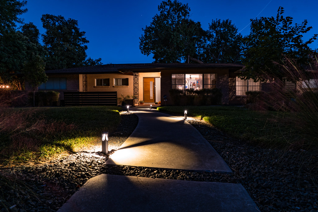 Low Voltage Outdoor Lighting | Nan Palmero | Flickr