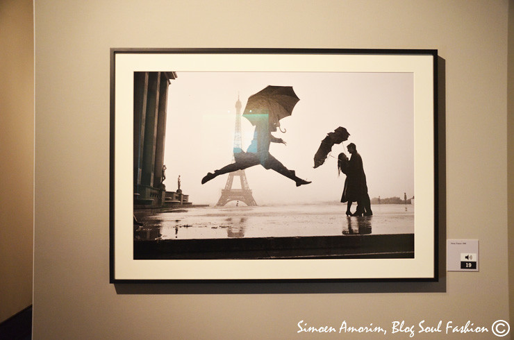 Uma das fotos mais lindas de Paris na entrada da exposição