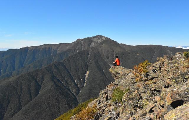 栗沢山から眺める仙丈ヶ岳(南アルプスの天然水ロケ地)