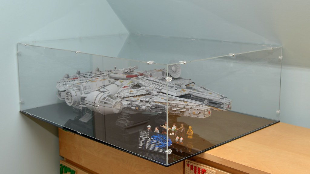 Review: Pure Display case for the Millennium Falcon | Brickset: LEGO ...