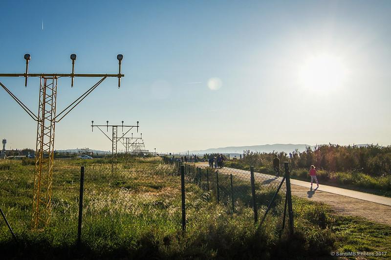 Hacia el Mirador d'Avions del aeropuerto del Prat