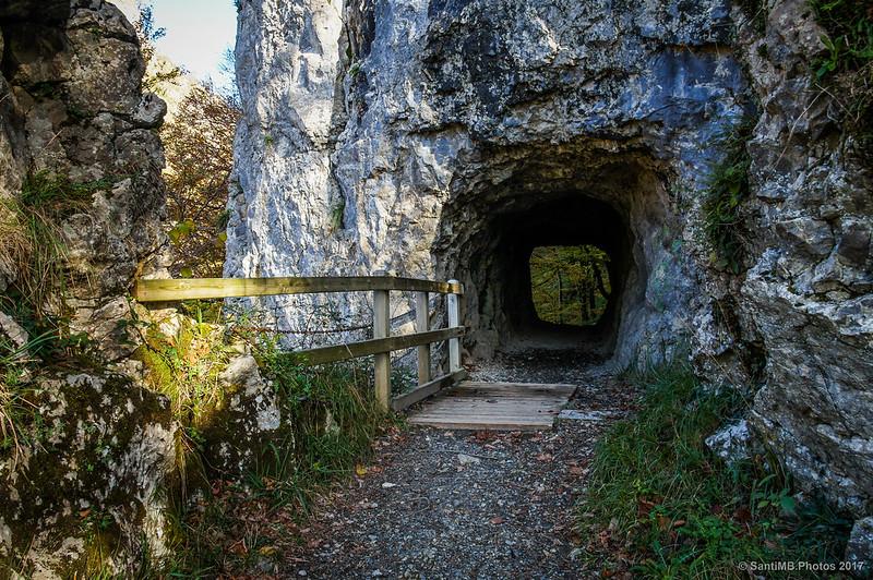 Túnel de Akarreta en el camino al Lago Lareo