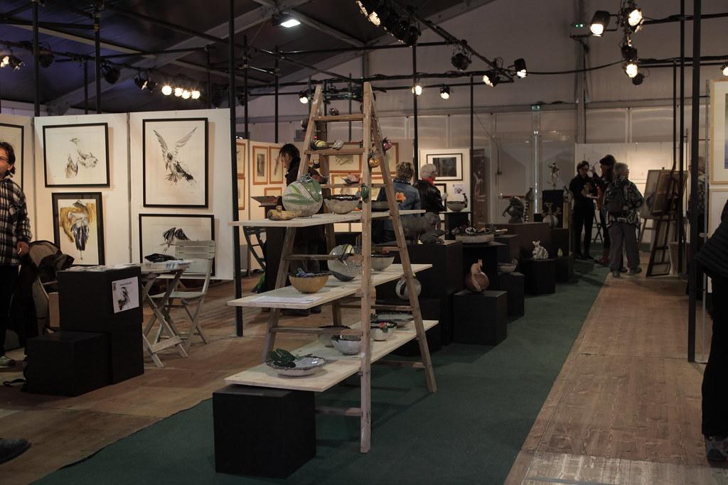 梅尼古特生態大賞會場,每個入圍的藝術家擁有自己的隔間展出