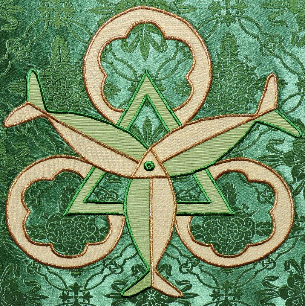 Trinity Symbol With Three Fishes Holy Trinity Church Gro Flickr