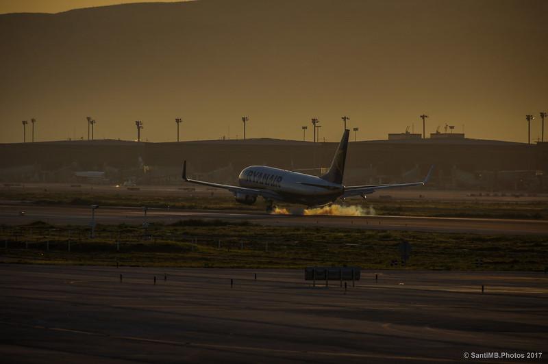 Avión aterrizando en el Prat