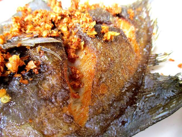 Hua Kee fried ikan bawal hitam 2
