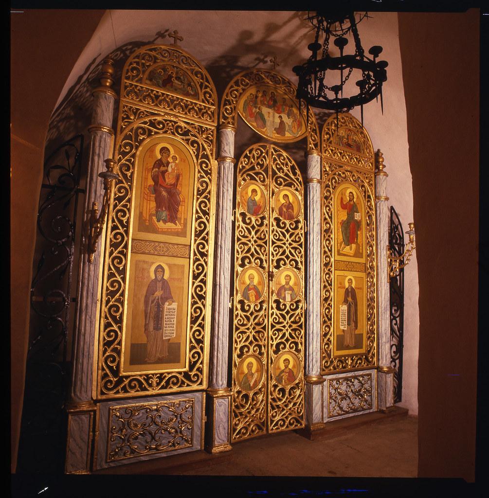 Иконостас церкви преподобных Антония и Феодосия. 1994г.