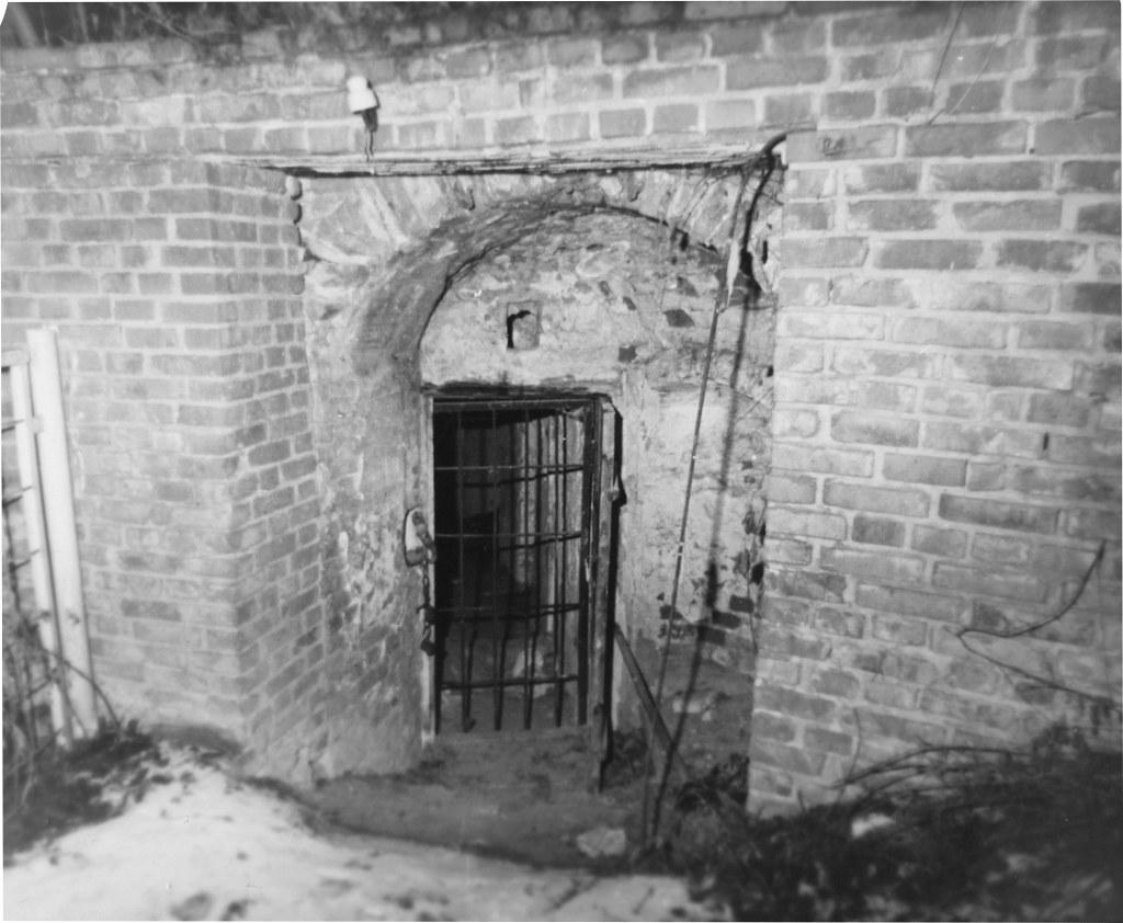 Таким был вход в древний пещерный храм в 1983г.