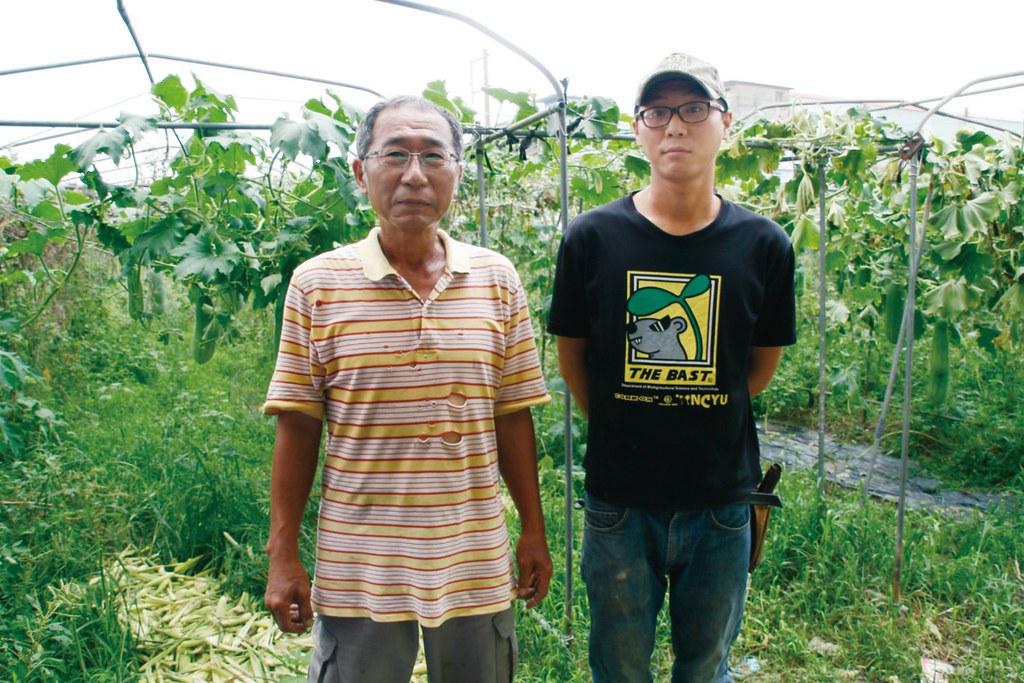 張肇基與合作社合作迄今逾二十年,提供過各式瓜果葉菜類;今年初,兒子張立坤準備以自己的名義申請成為合作社的生產者。