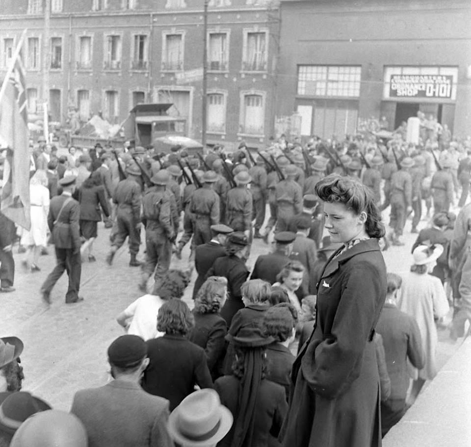Lc000243 cherbourg le 14 juillet 1944 le d fil avec for Garage auto cherbourg