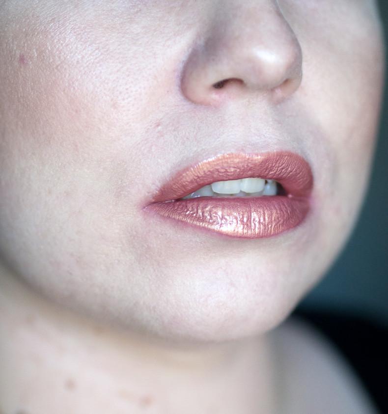 huda beauty angelic lip swatch