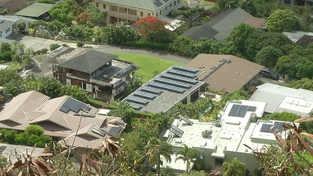 926-1-11為了鼓勵民眾在自家屋頂裝設太陽能光電板,美國聯邦政府和夏威夷州政府都提供了稅金減免。