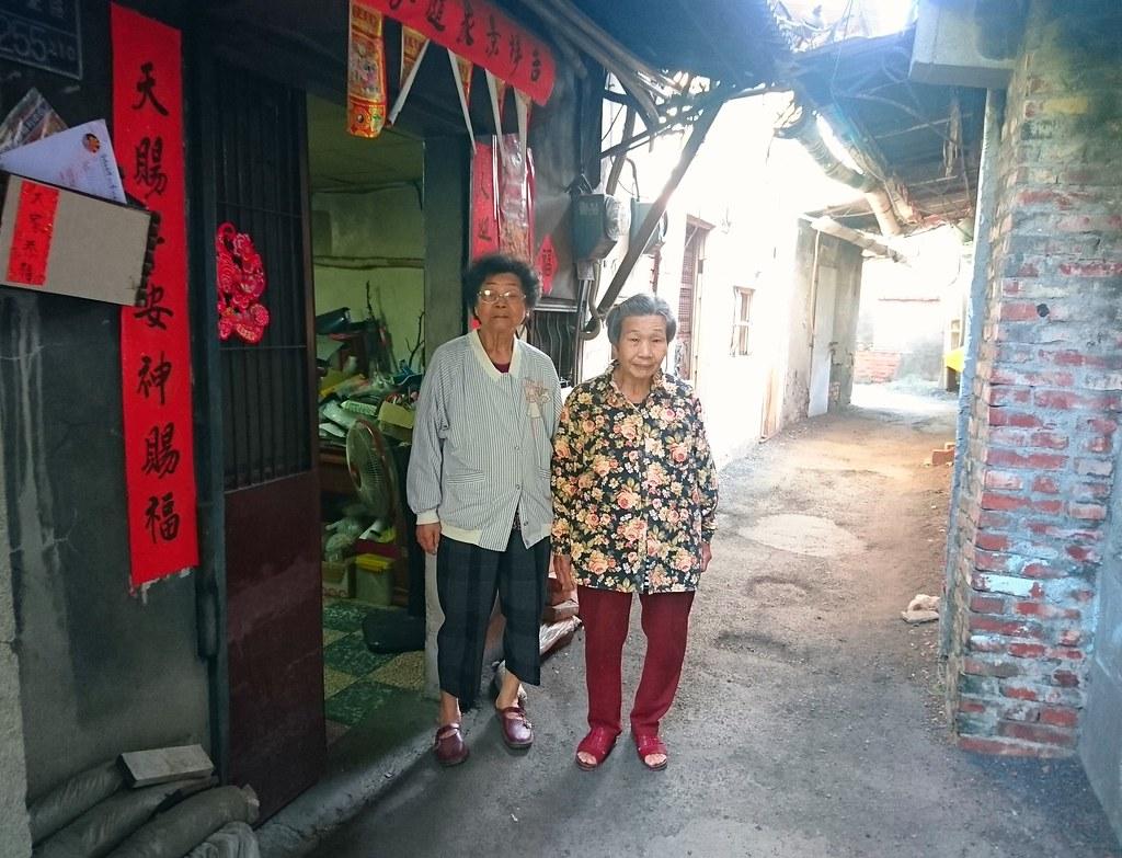鳳山鐵路地下化曹公路東側住戶多年老者且土地面積小,重劃後形同被迫放棄住家,被迫搬遷。攝影:李育琴。