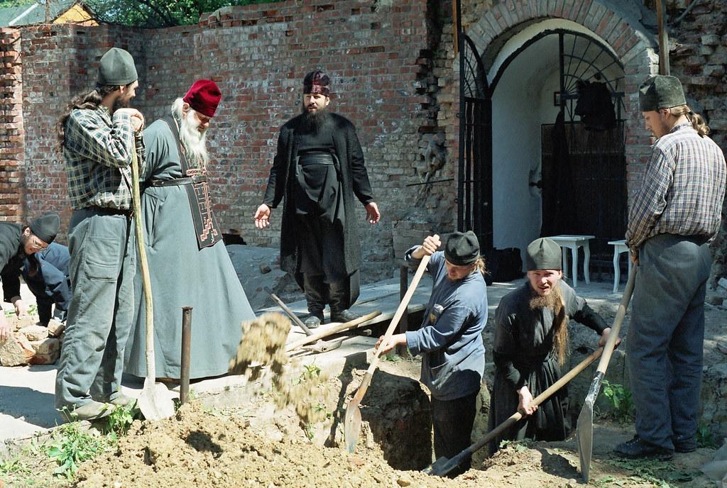 Обретение мощей преподобных Феодосия и Киприана Святогорских. 23 мая 2002г.