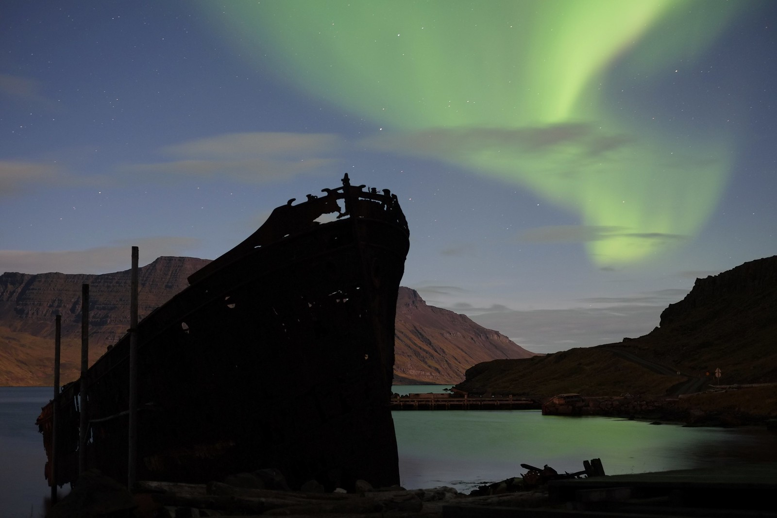 Ship and aurora   by efo