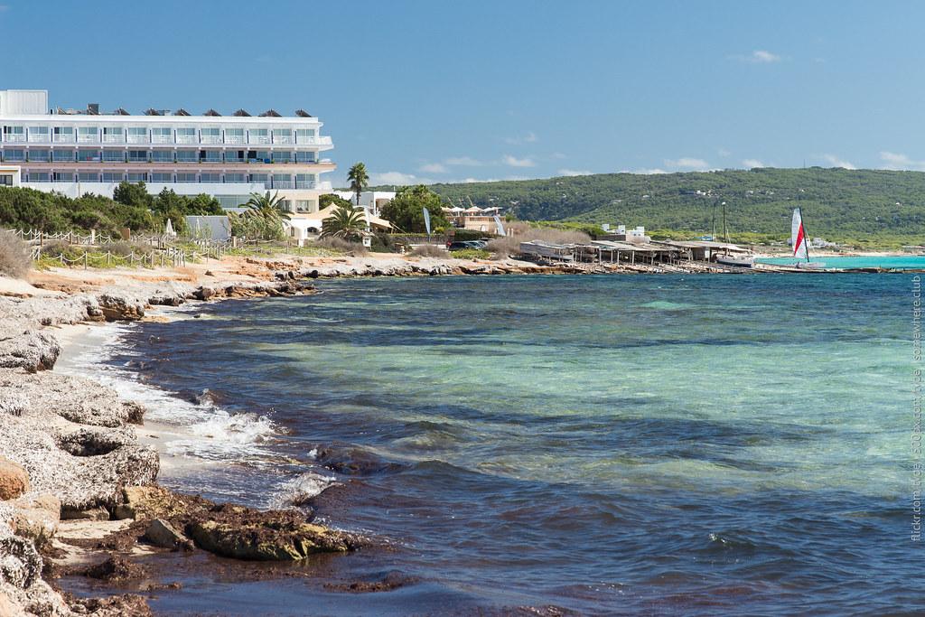 Platja Migjorn. Южный пляж Форментеры и отель