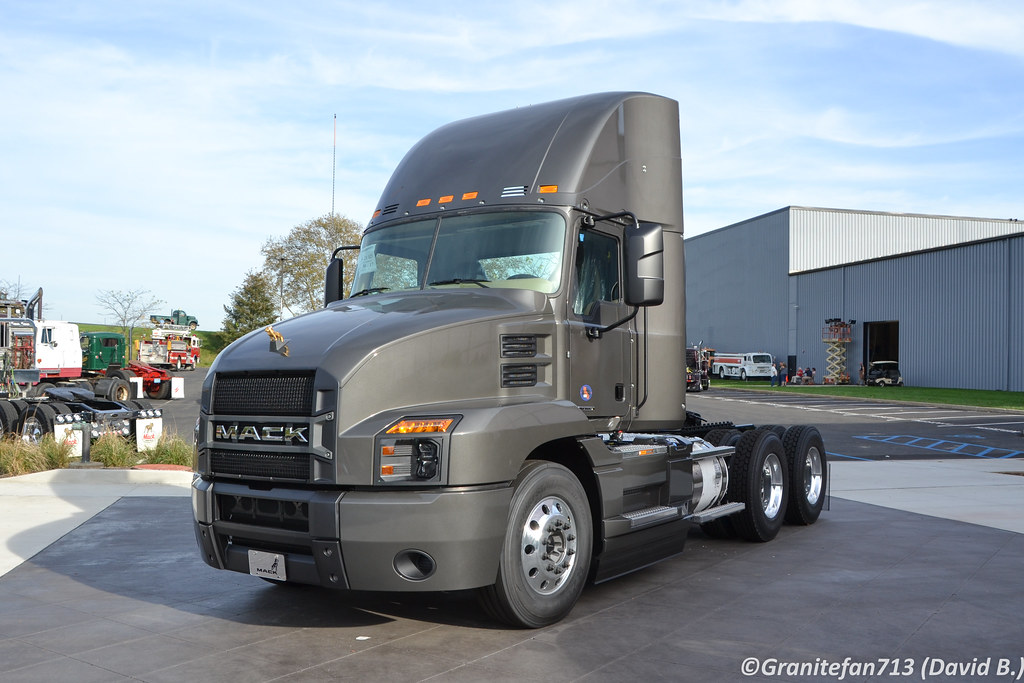 2018 Mack Truck Tractor : Mack anthem day cab tractor trucks buses trains