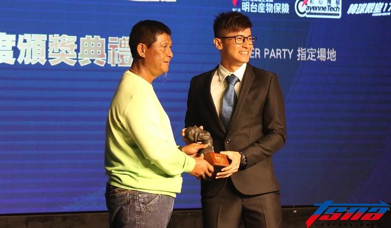 陳傑憲(圖右)與父親。(李心筠/攝)