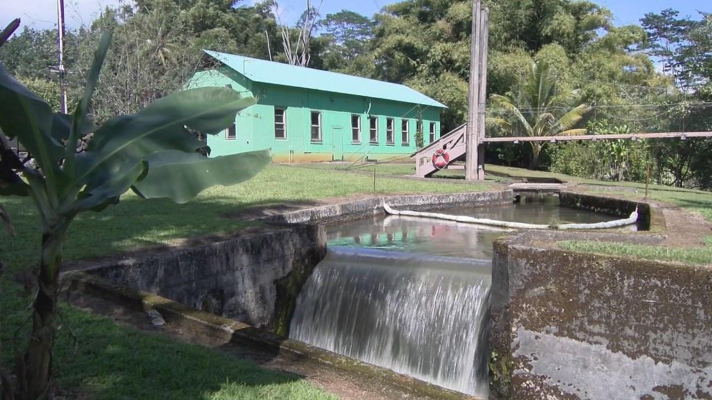926-1-27考艾島年代久遠的水利發電設施,經過改良有五座川流式水力發電廠仍在運作。