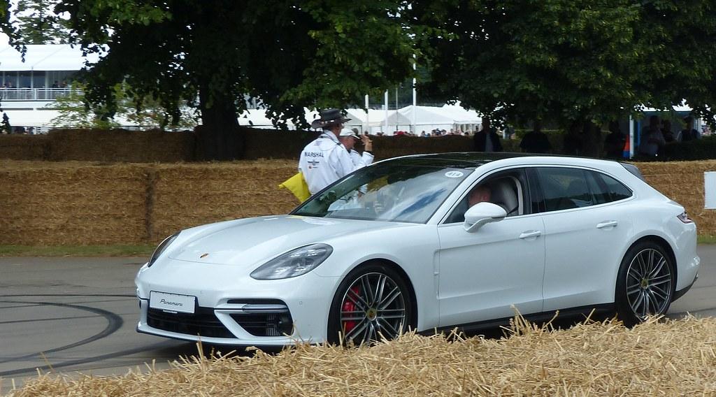 414 Porsche Panamera Turbo Sport Turismo 2017 White Vl