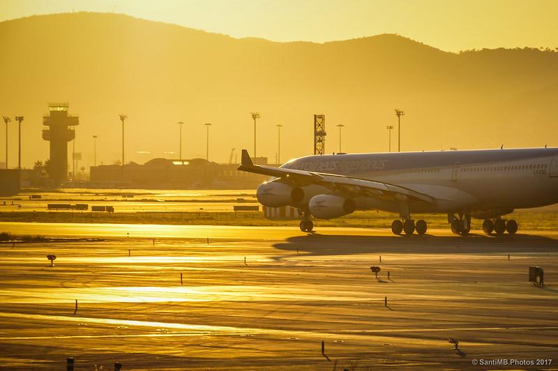 Airbus A340 esperando orden de despegue