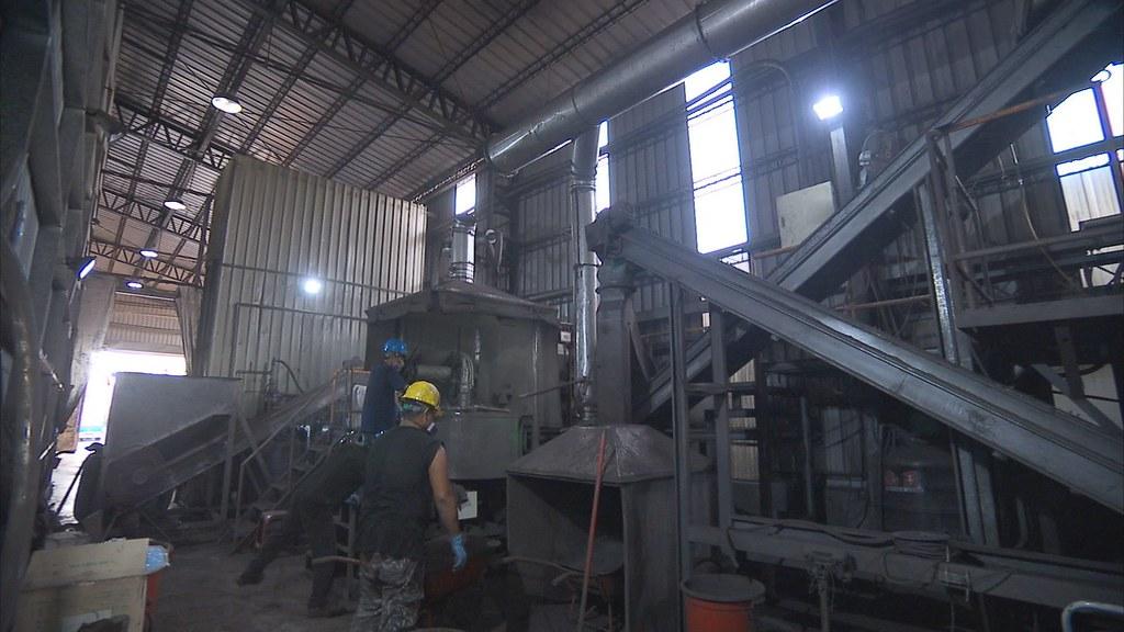 929-1-31雲林桃園多處農田旁的倉庫,被檢舉存放大批光電廠流出的桶裝廢液。