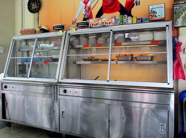Sri Pelita Cafe food cabinet