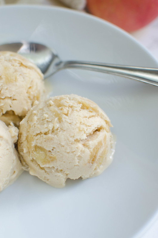 Paleo Apple Pie Ice Cream recipe - the perfect healthy fall treat! #glutenfree #dairyfree #paleo