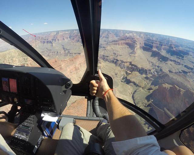 Momentazo en que entramos con el helicóptero por el Gran Cañón del Colorado