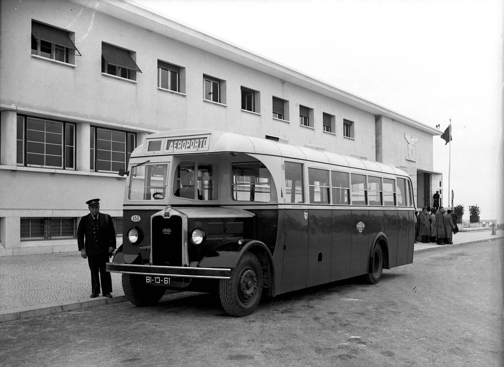 Autocarro Maudsley, nº 135, Portela de Sacavém (Ferreira da Cunha, 1946)