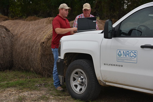 Phillip Stewart, NRCS Texas, visiting with Liberty County rancher Jack Carraway