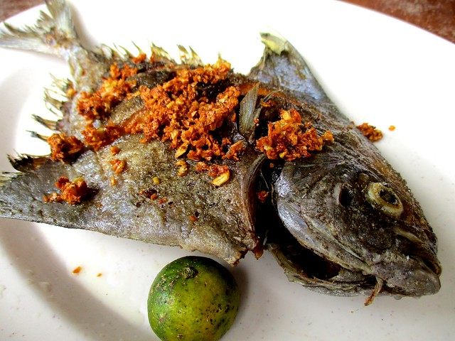 Hua Kee fried ikan bawal hitam 1