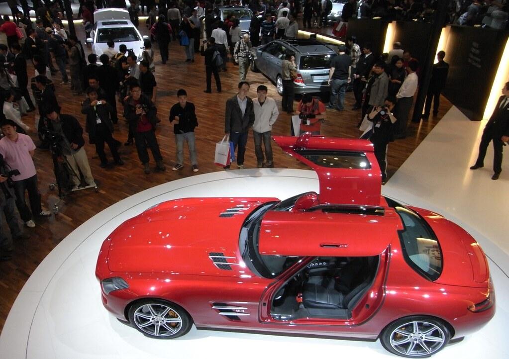以往電動車被認為是富人才買得起的科技玩具,如今愈來愈有機會普及。(拍攝:高宜凡)