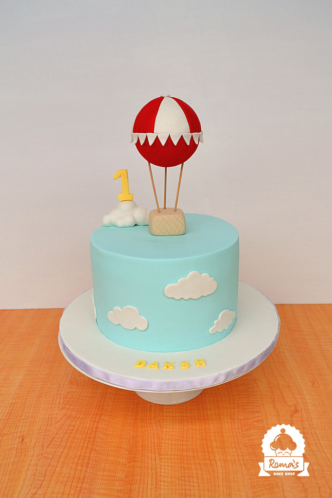 Hot Air Balloon Cake A Minimal Hot Air Balloon Theme Cake Flickr