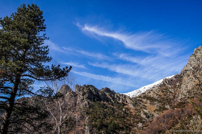 Cirros sobre las Roques de Totlomón
