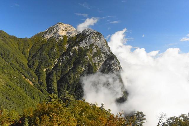 栗沢山登山道から眺める甲斐駒ヶ岳・摩利支天