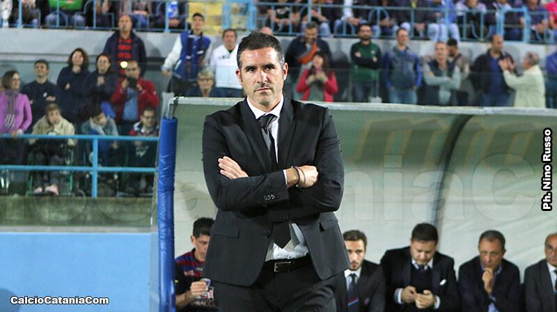 La concentrazione di Cristiano Lucarelli durante il match del