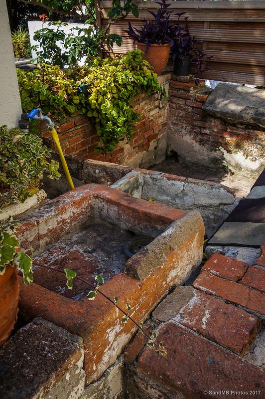 Antiguos lavaderos en la calle de las lavanderías de Horta