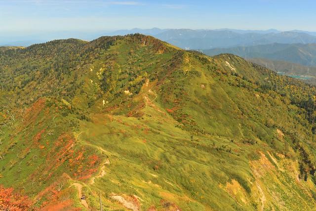 苗場山 神楽ヶ峰と紅葉風景
