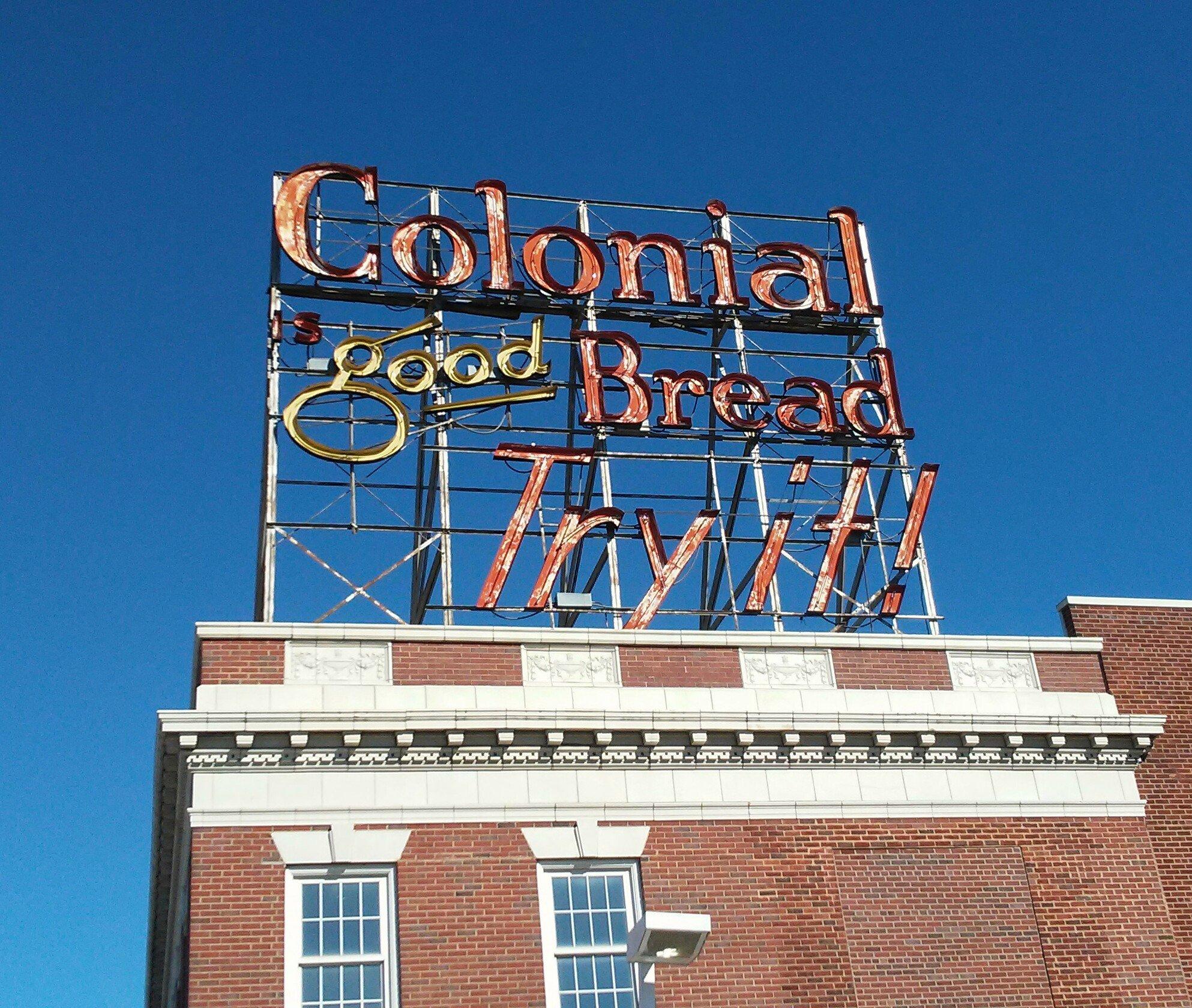 Colonial Bread - Des Moines, Iowa U.S.A. - October 16, 2017
