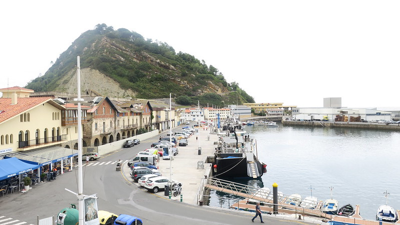 Getaria's small harbor