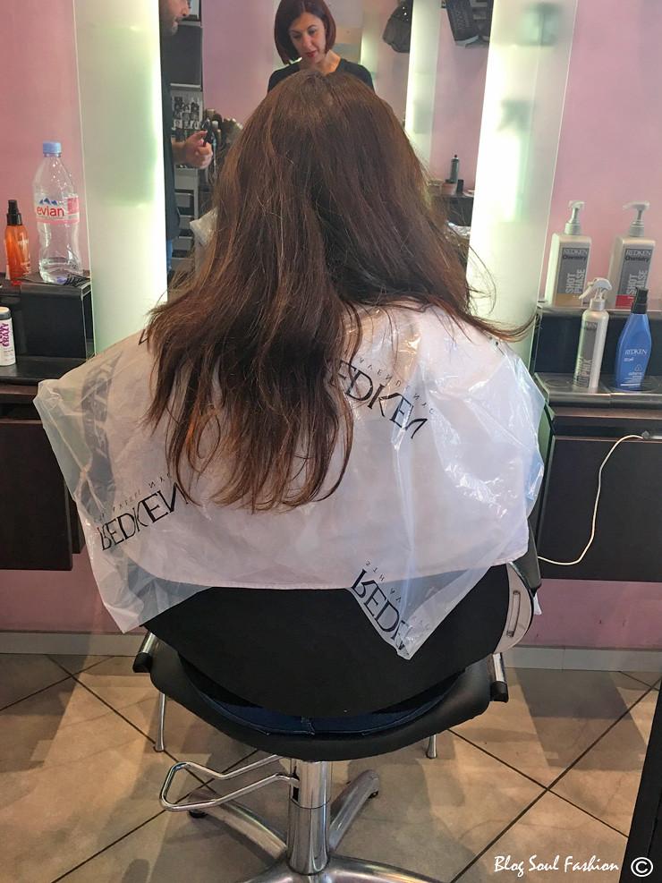 Rezart e Ermiona analisando o meu cabelo. Olhem só como estava ressecado, principalmente nas pontas!