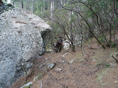 Arrivée à l'extrémité du chemin marqué au pied du versant NE du Castedducciu