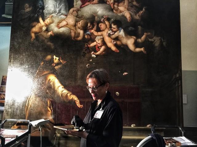 Restauradora del Museo de Bellas Artes de Sevilla trabajando en el Jubileo de la Porcíuncula de Murillo