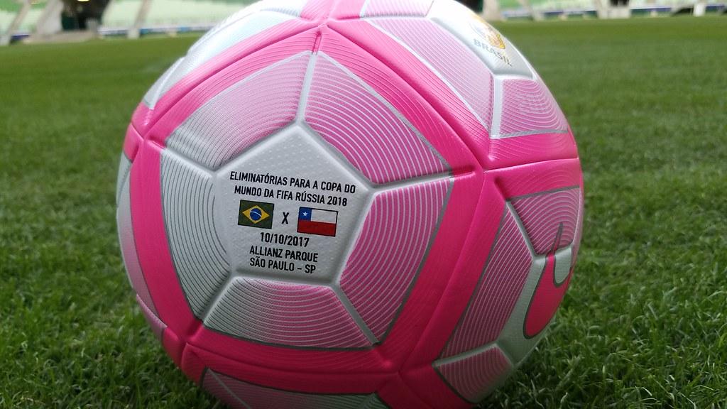 ... Bola do Outubro Rosa para Brasil x Chile  b9996d9427026