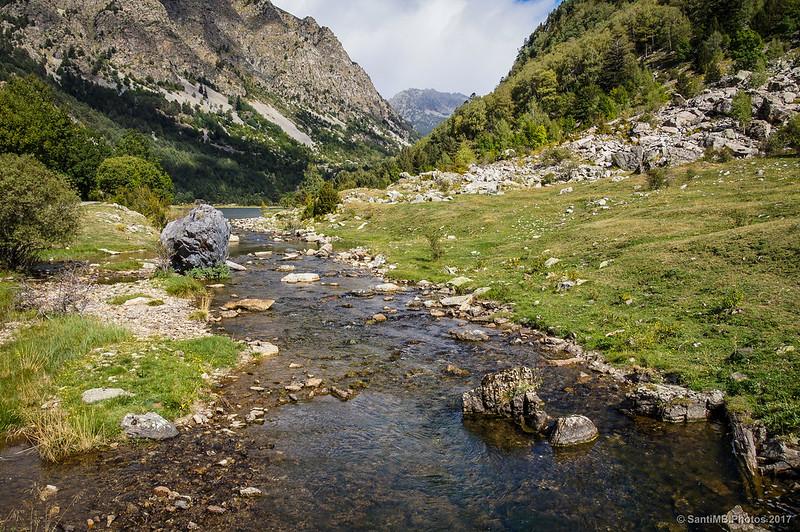 El río Sant Nicolau a su salida del Estany de Llebreta