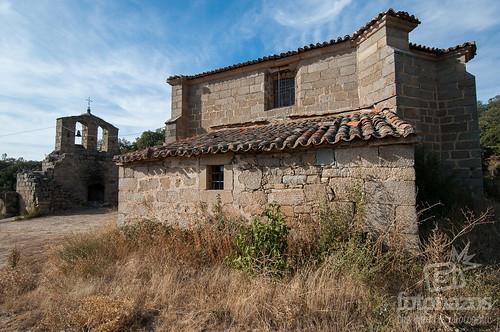 Ruinas de la iglesia parroquial de San Miguel en Valdemolinos, Ávila