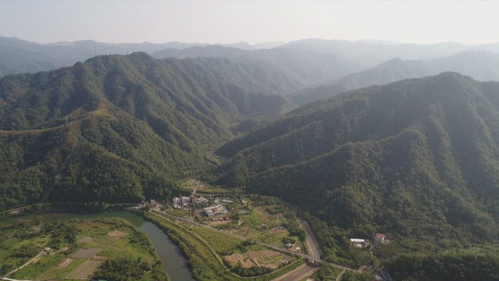 927-2-28規劃中的雙溪水庫,集水區看起來滿山蒼翠,事實上,也有不少崩塌。